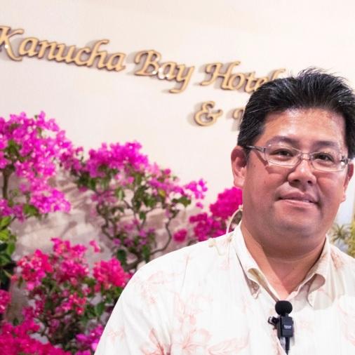 hotellsjef Yukio Nakamura foran hotellet. Foto: Guri Haram